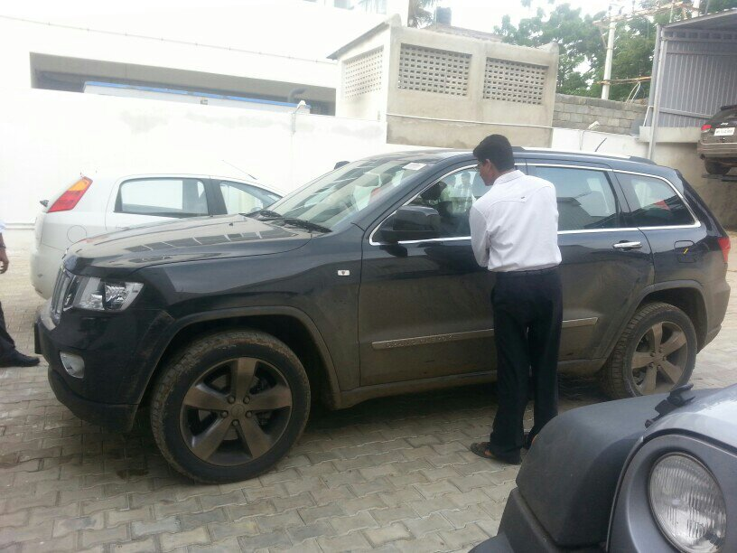 2011 Jeep Grand Cherokee spied in India side