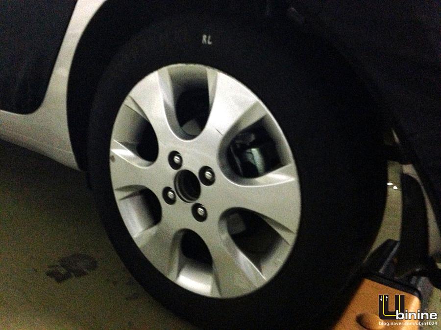 2014 Hyundai i10 spied wheel