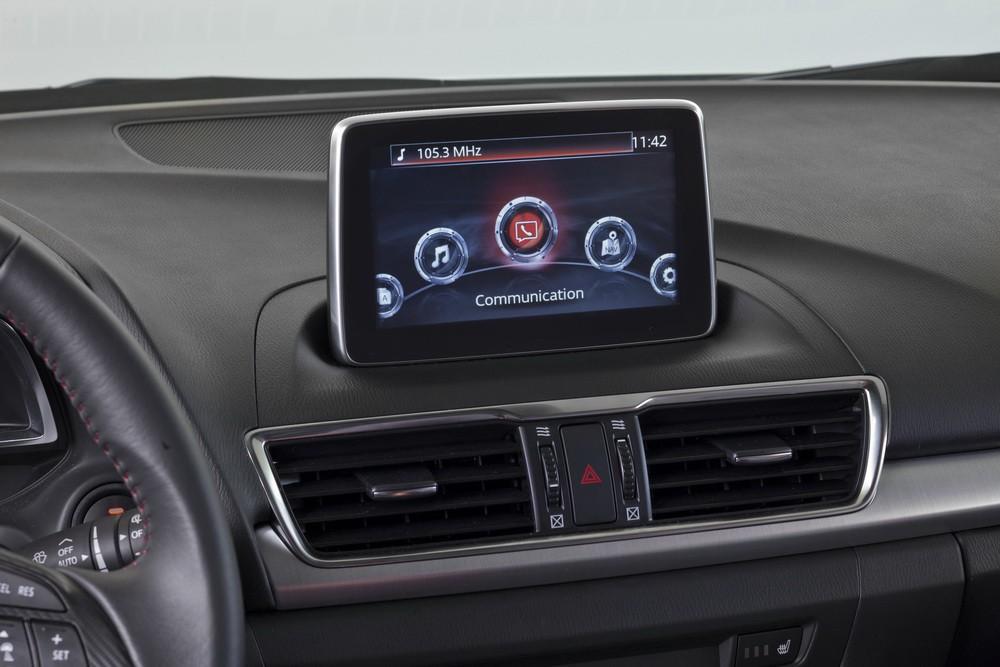 2014 Mazda3 Sedan center console