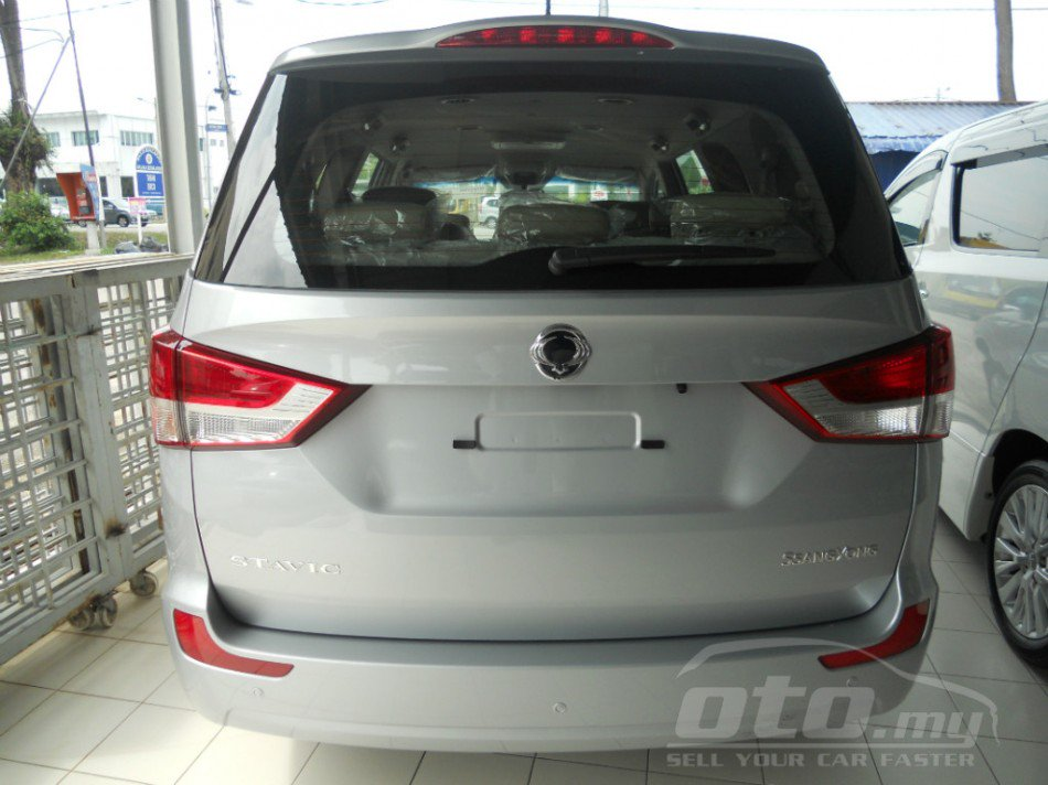 2014 Ssangyong Stavic spotted in Malaysia - rear