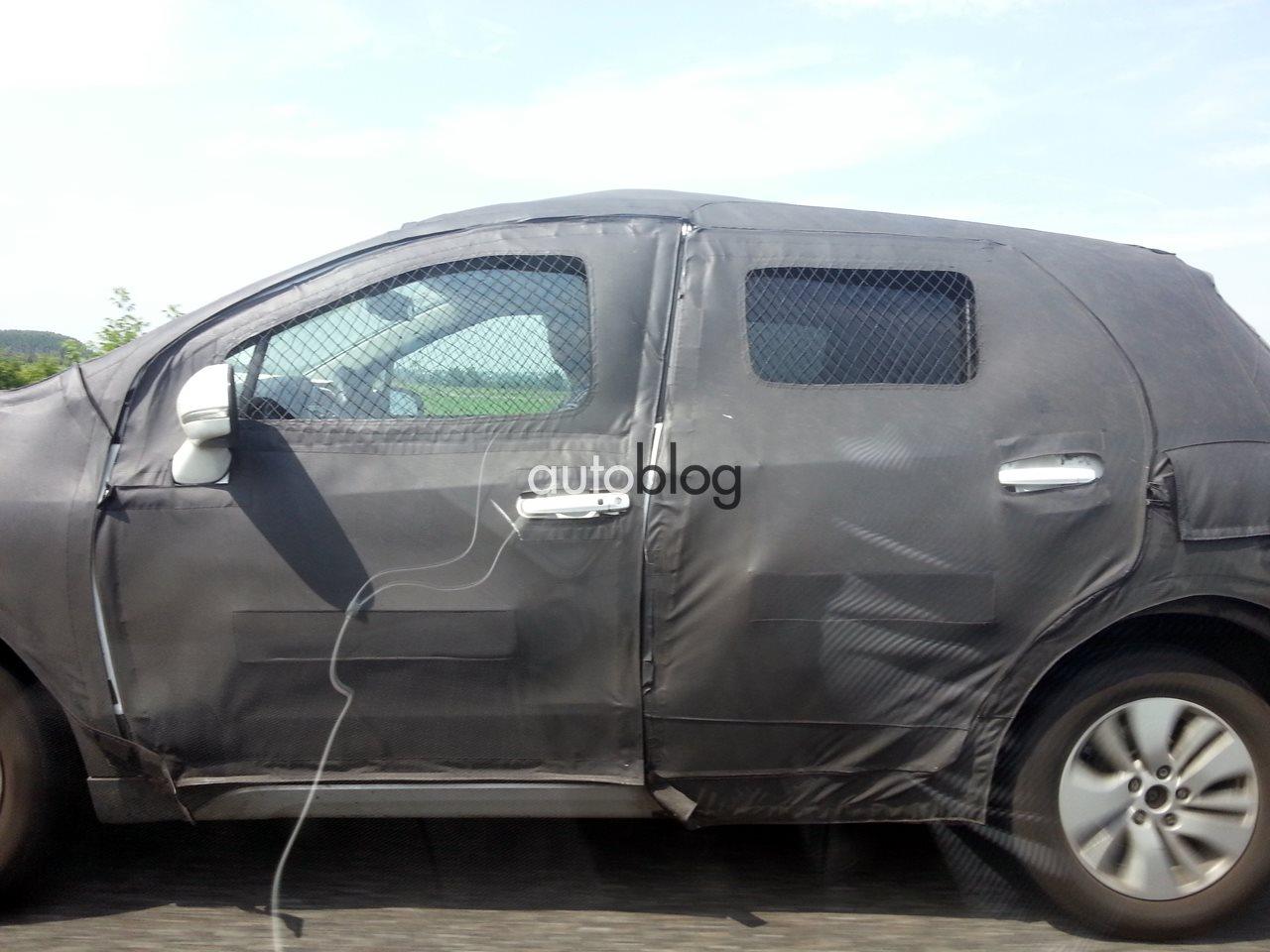 2014 Suzuki SX4 crossover testing in Italy