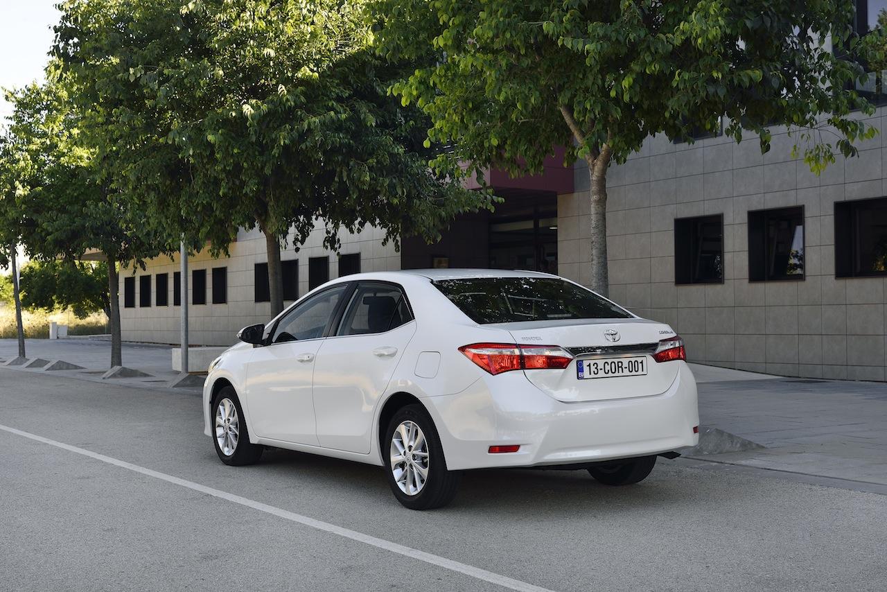 2014 Toyota Corolla European specification rear