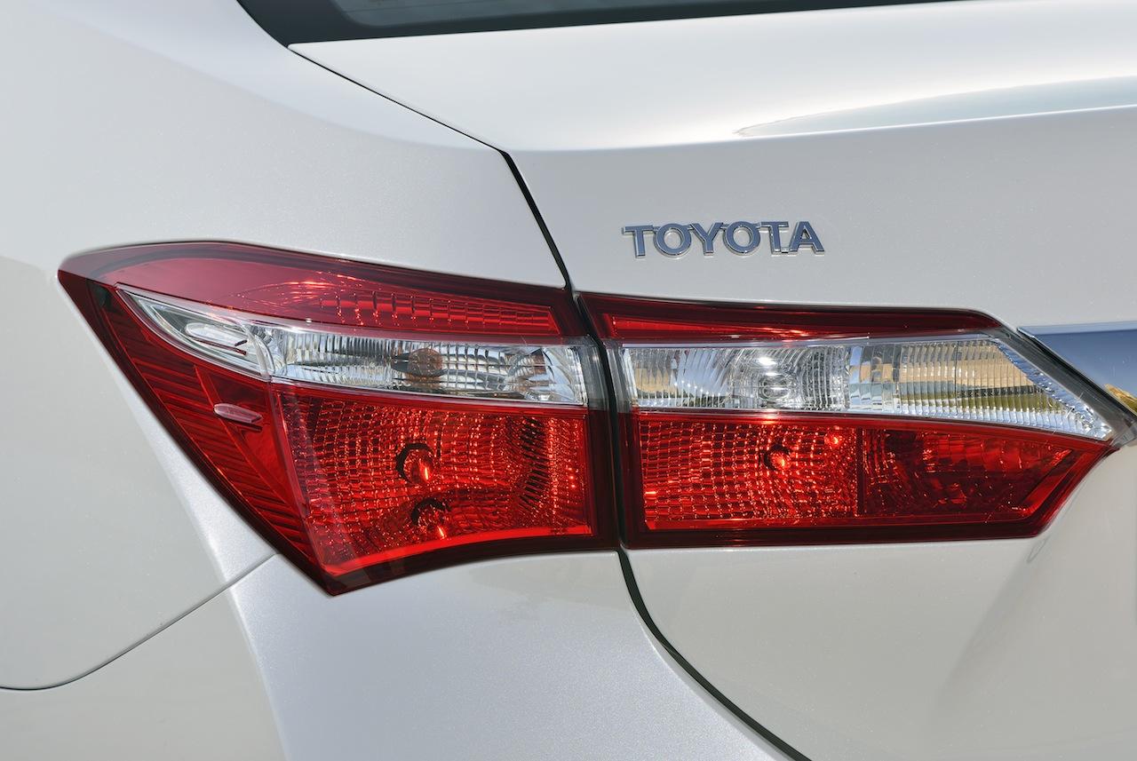 2014 Toyota Corolla European specification (4)