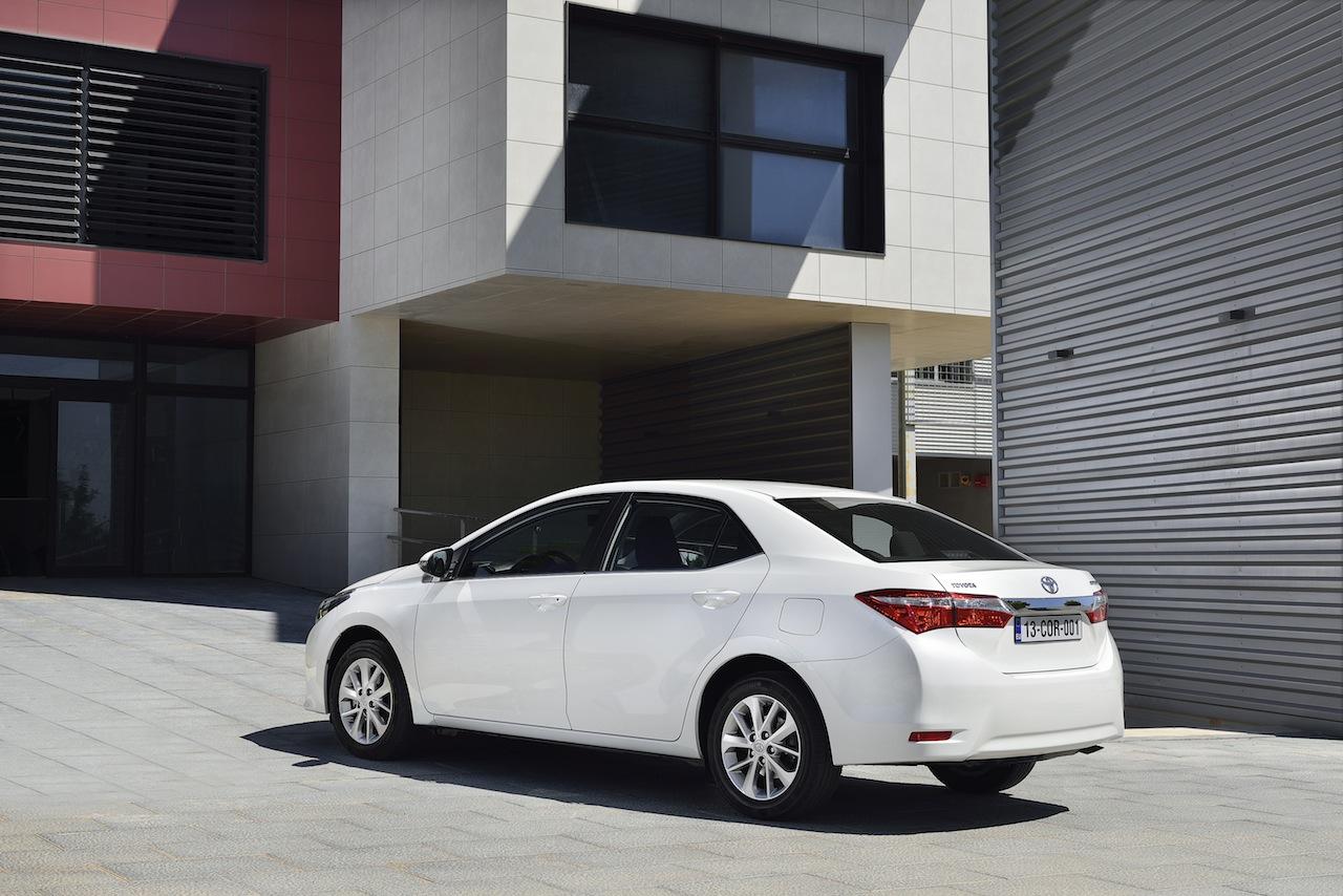 2014 Toyota Corolla European specification (42)