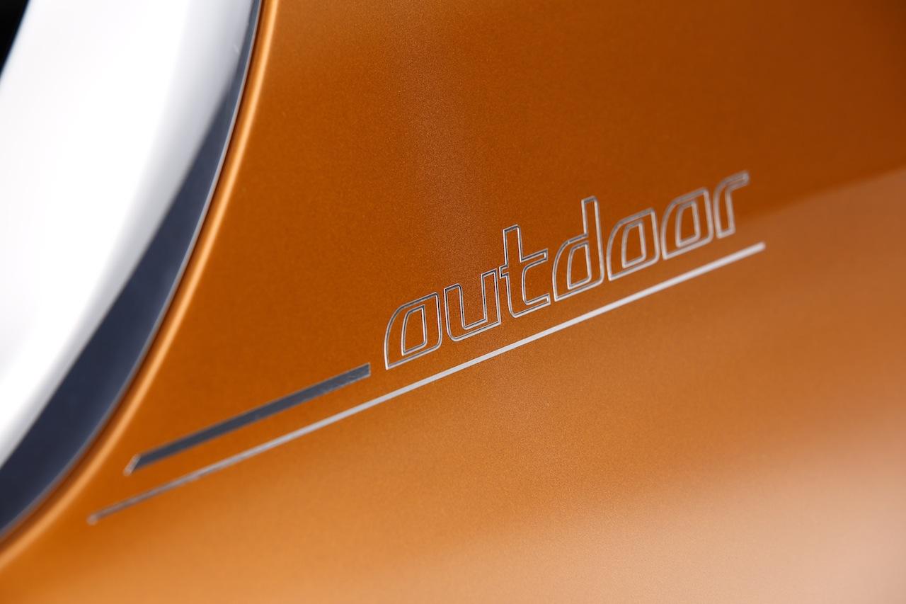 BMW-Concept-Active-Tourer-Outdoor-badge