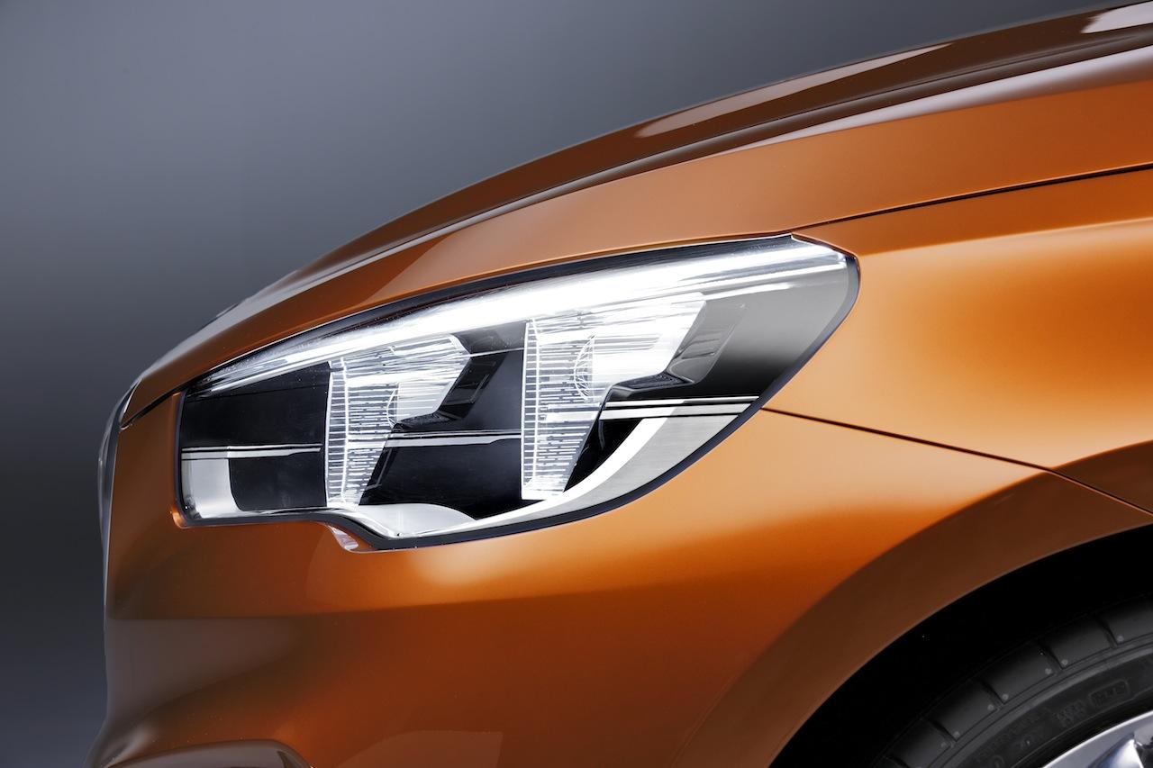 BMW-Concept-Active-Tourer-Outdoor-headlight