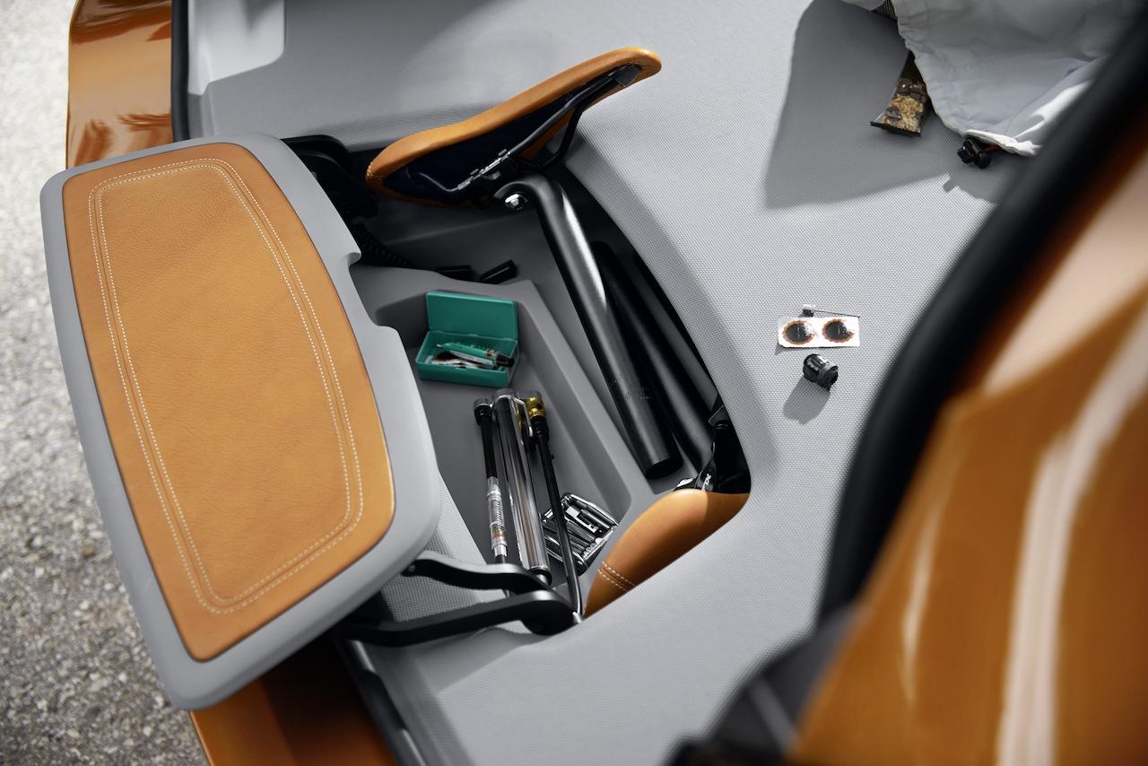 BMW Concept Active Tourer Outdoor toolkit