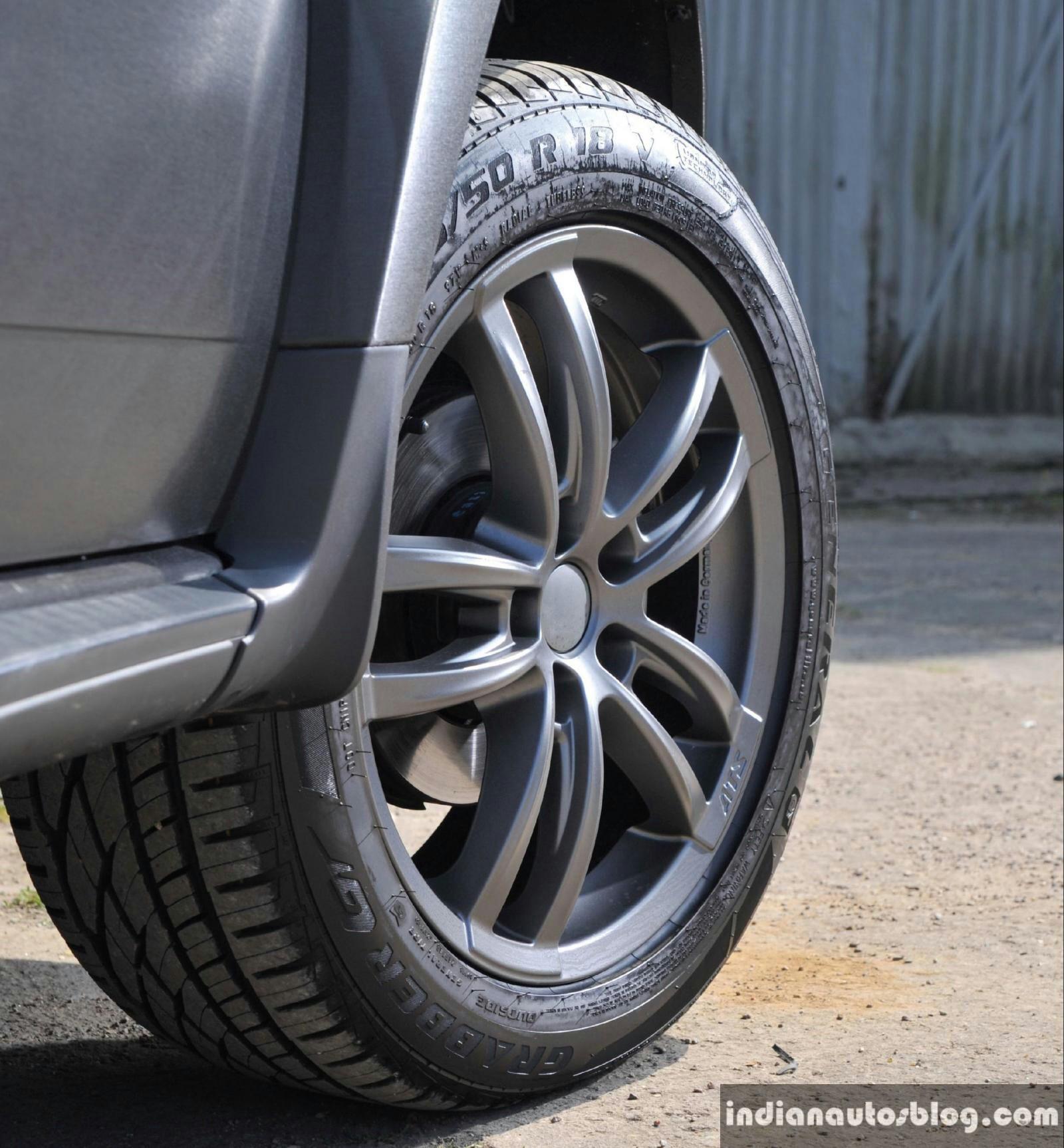 Renault Dacia Duster Black Edition 18-inch alloy wheels