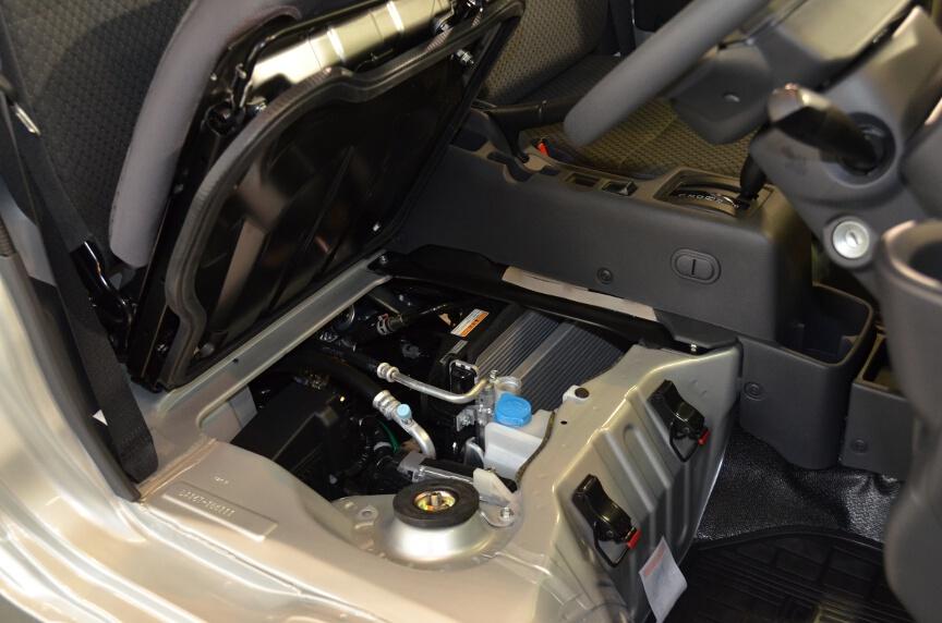 2014 Suzuki Carry engine bay