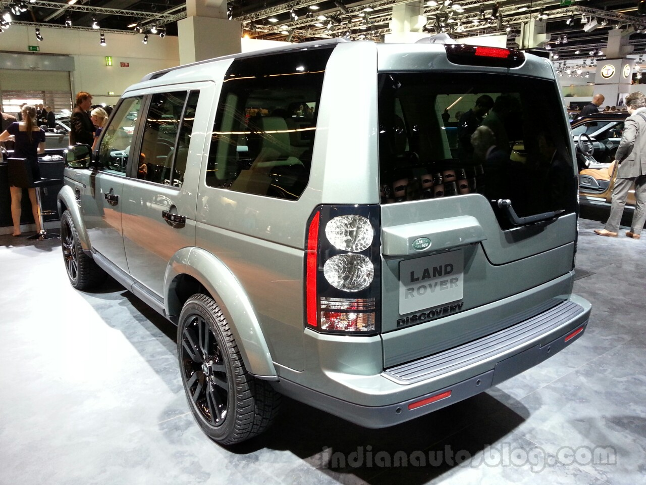 2014 Land Rover Discovery Rear Left