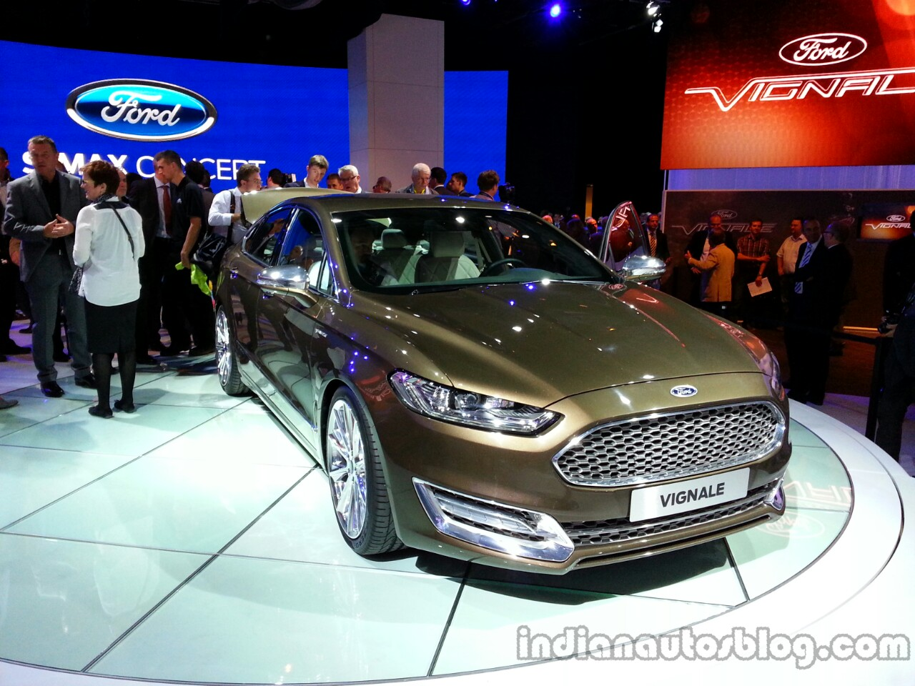 Front right three quarter of the Ford Mondeo Vignale Concept sedan