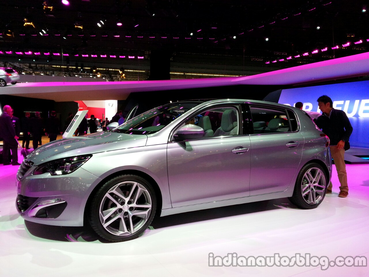 Front three quarter of the 2014 Peugeot 308