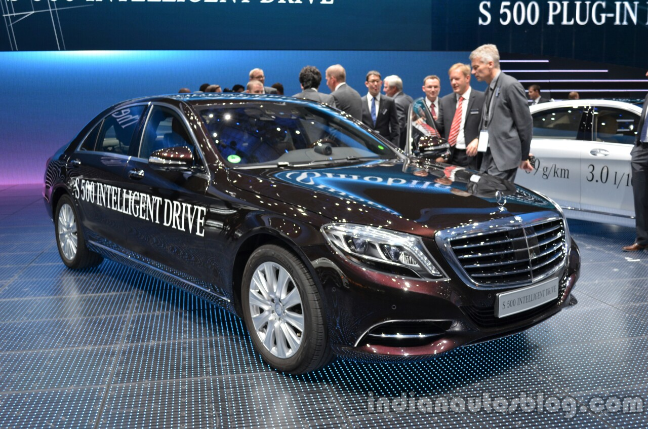 Front three quarter of the Mercedes S Class INTELLIGENT DRIVE