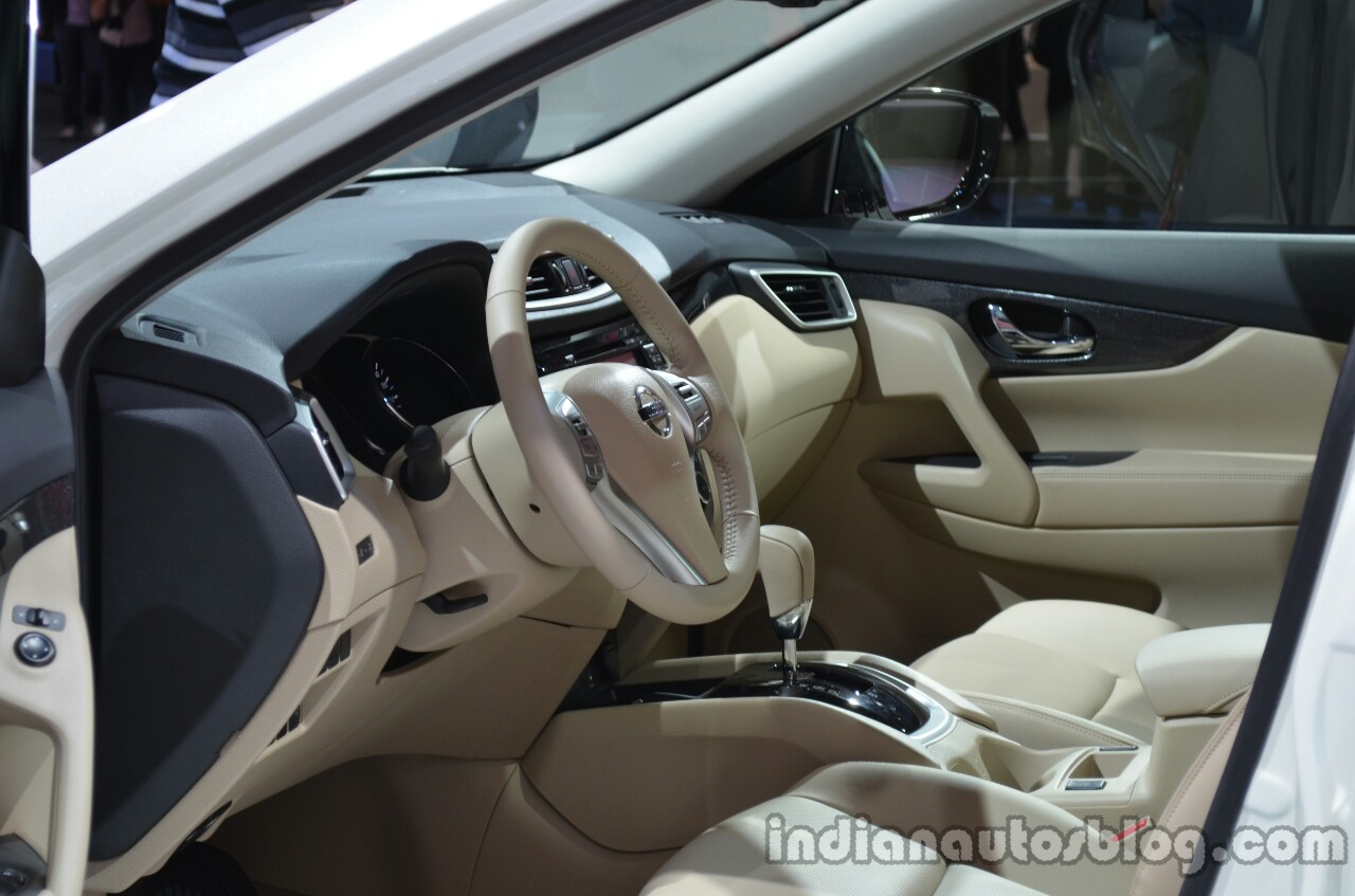 Interior of the 2014 Nissan X-Trail 5+2