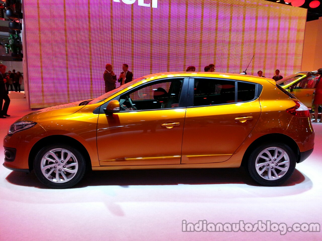 Profile of the 2014 Renault Megane