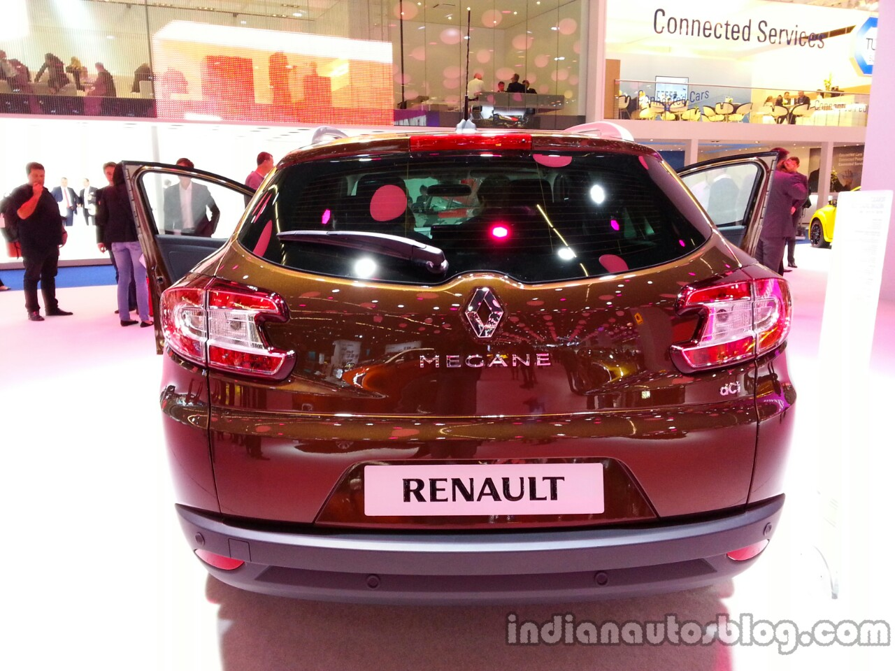 Rear of the 2014 Renault Megane estate