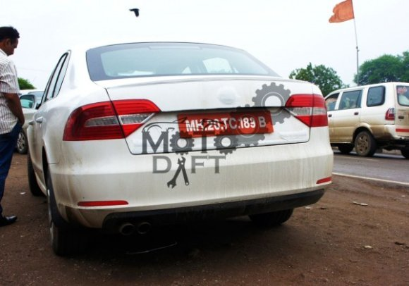 Refreshed 2014 Skoda Superb spied in India rear