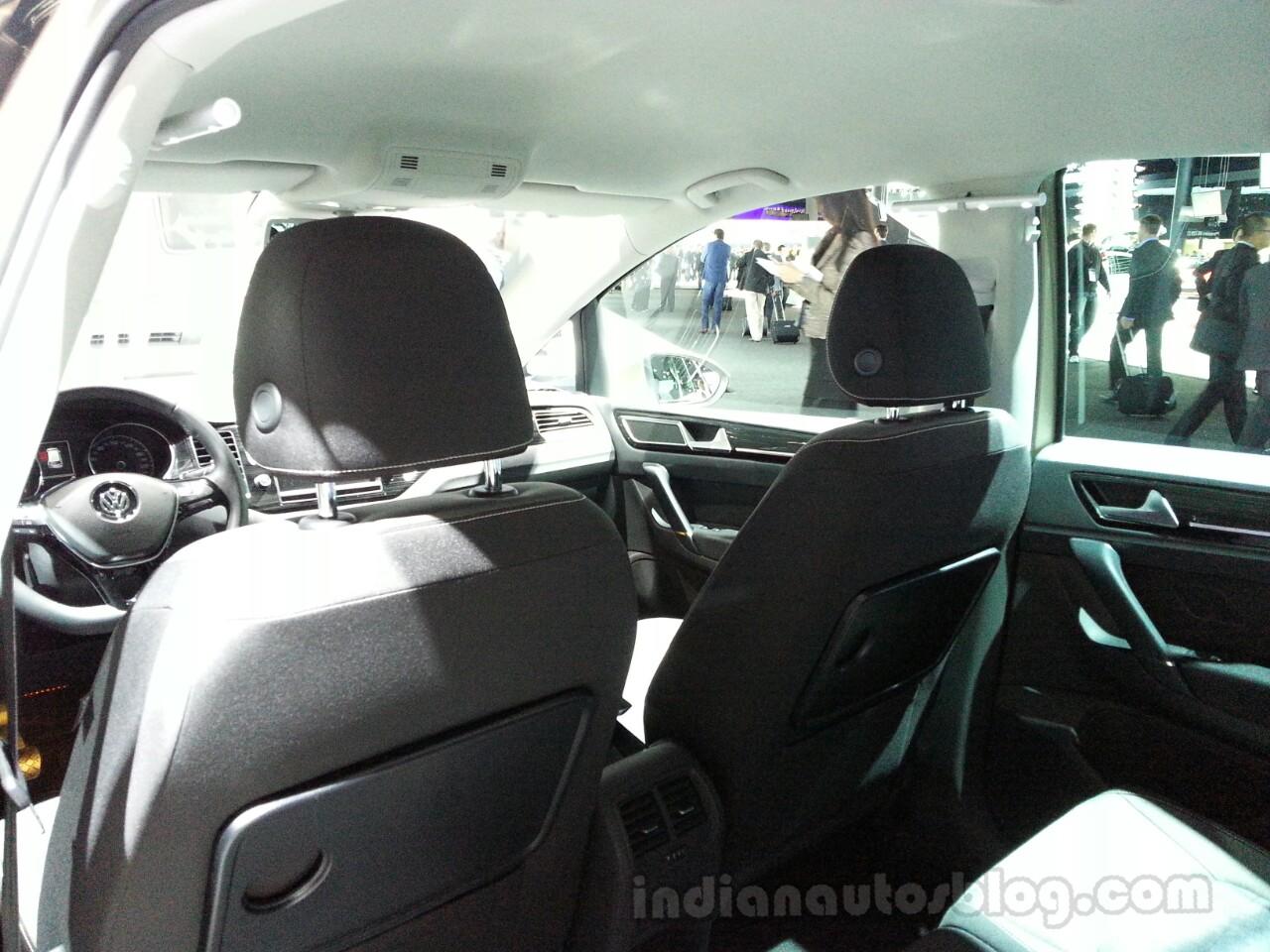 VW Golf Sportsvan Concept Headrests