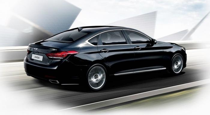 2014 Hyundai Genesis launched rear quarter