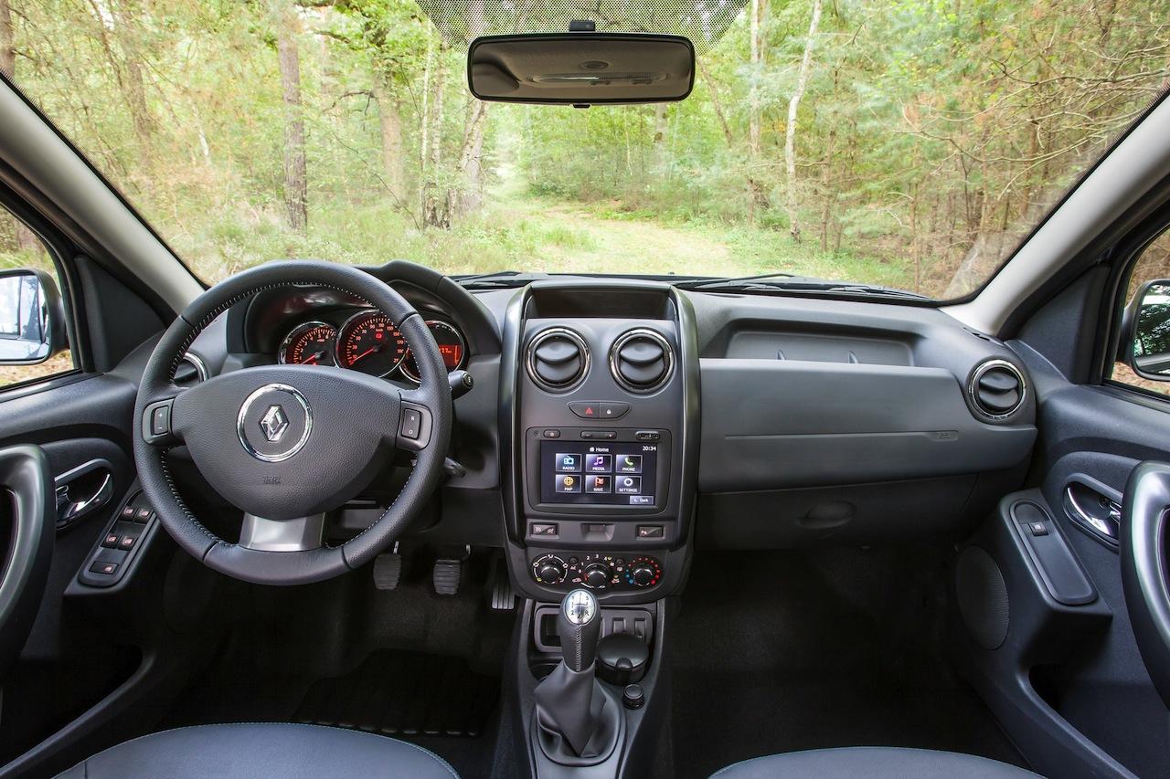 2014 renault duster facelift interior 2 for Duster interni