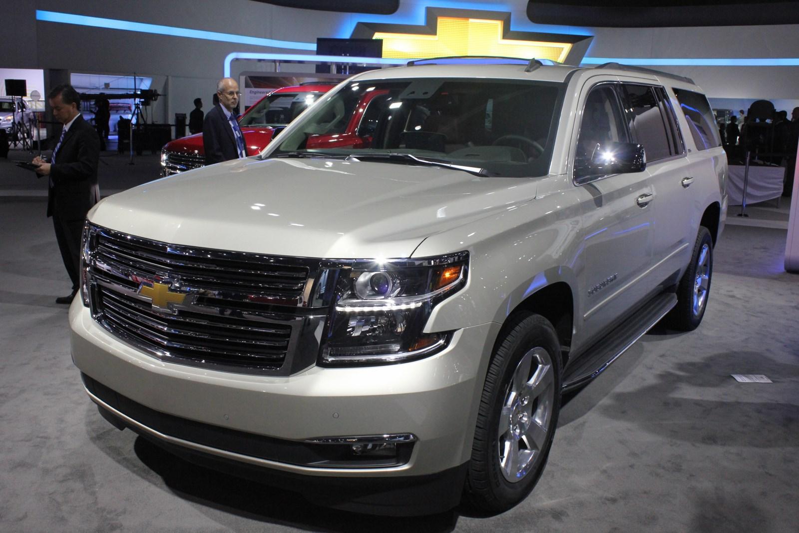 2015 Chevrolet Suburban front three quarters