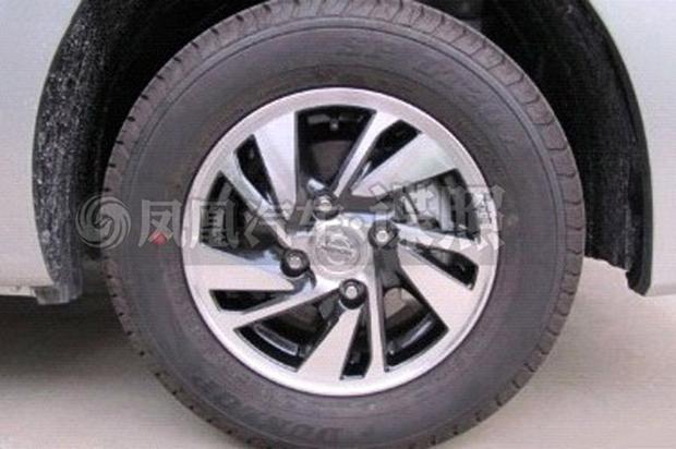 Nissan NV200 facelift wheel