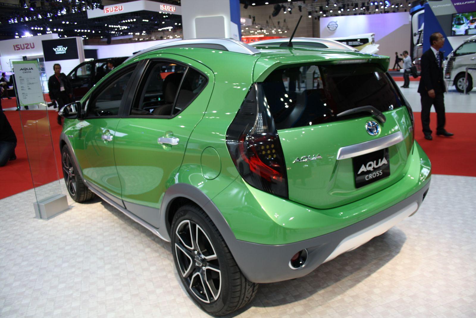 Toyota Aqua Cross rear quarter
