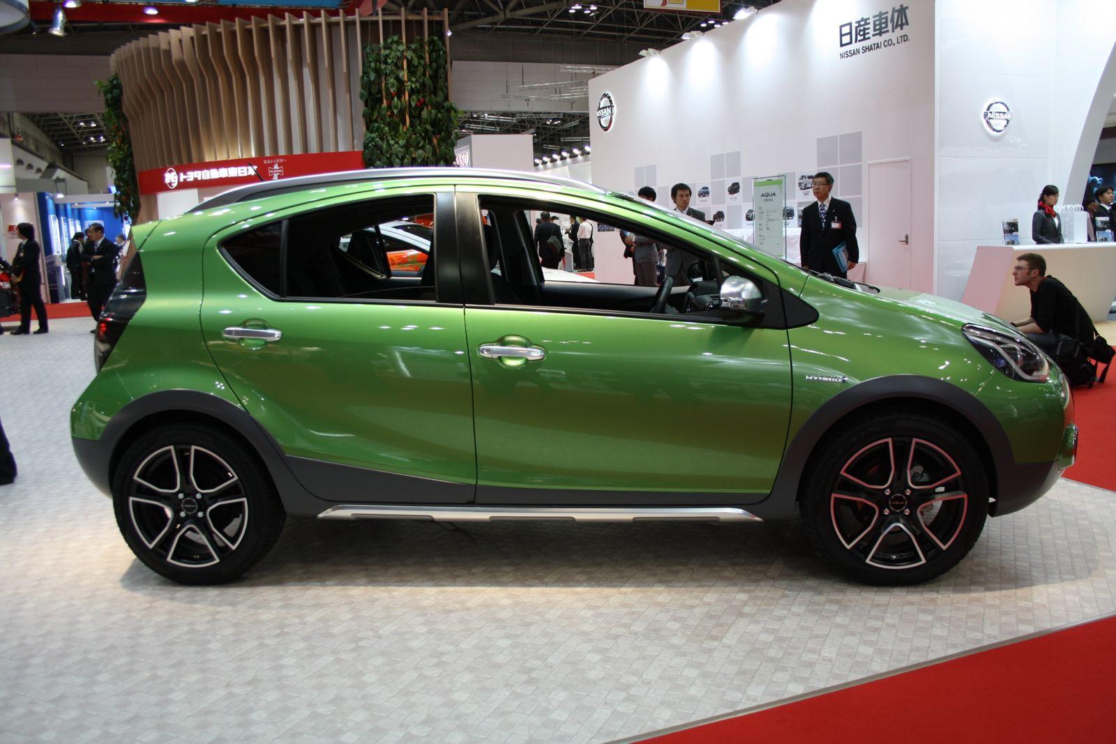 Toyota Aqua Cross side