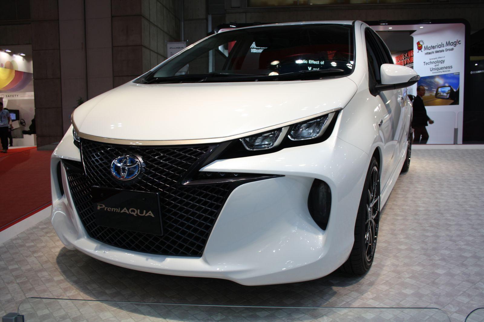 Toyota Premi Aqua front quarter