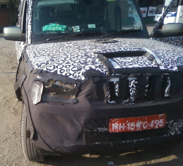 2014 Mahindra Scorpio facelift spyshot headlight