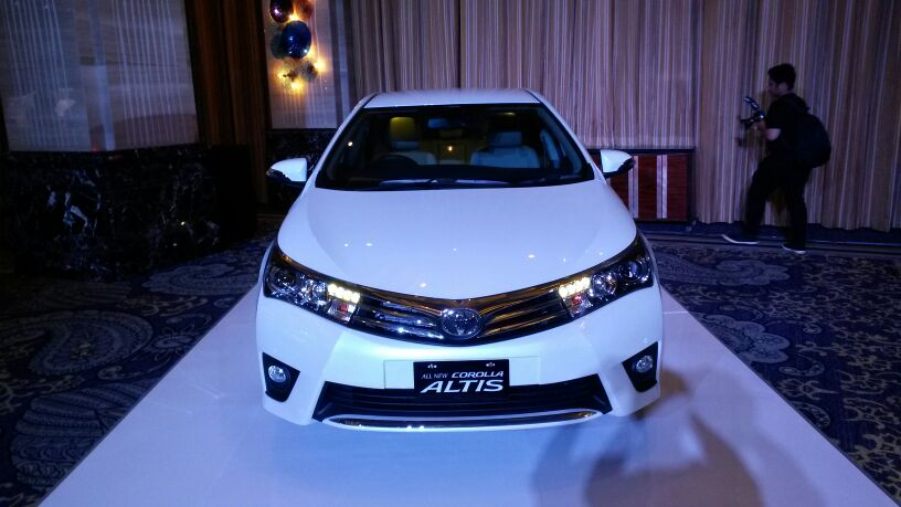 2014 Toyota Corolla Altis Indonesian launch front view