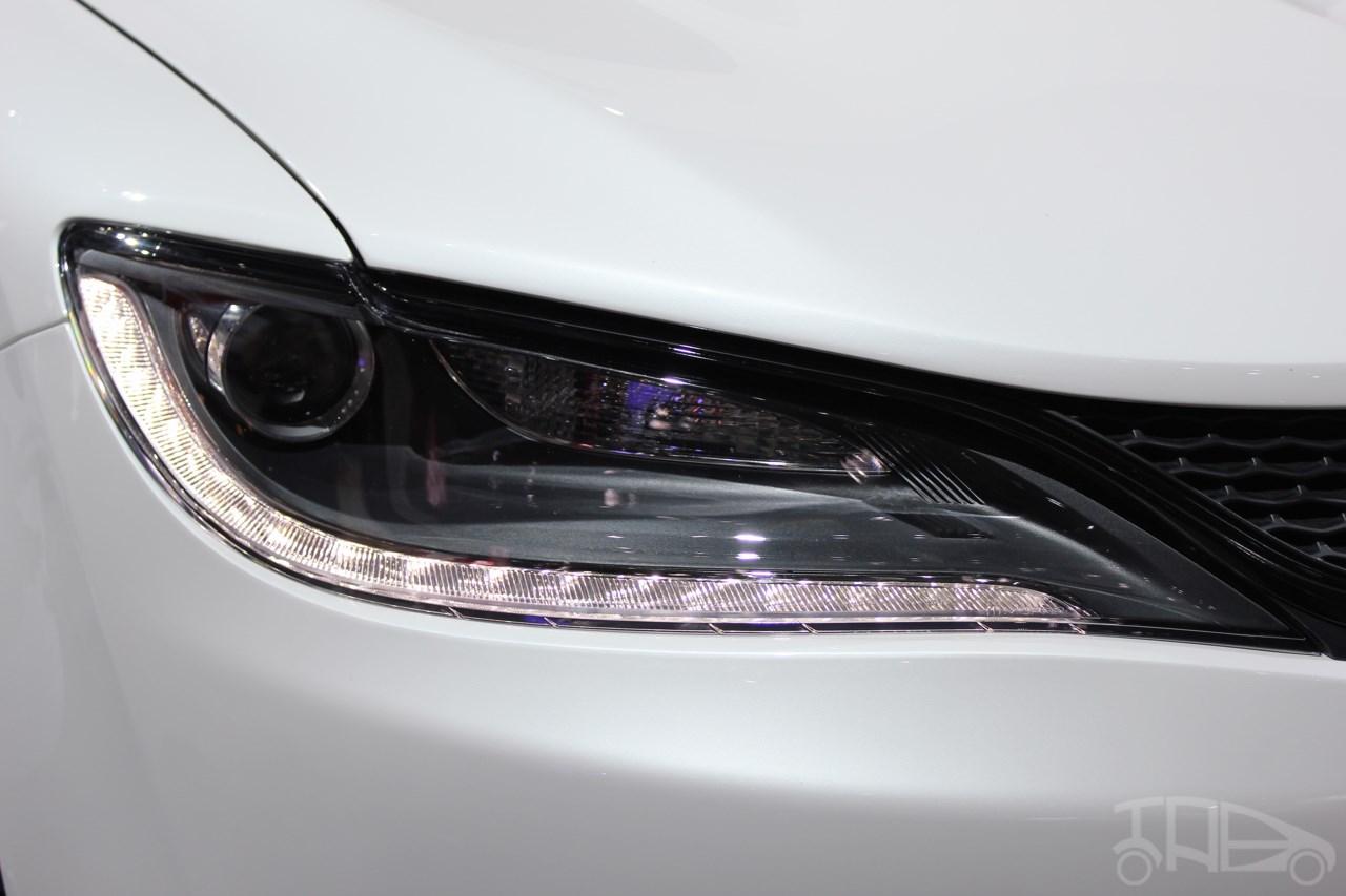 2015 Chrysler 200 Mopar headlamp at NAIAS 2014