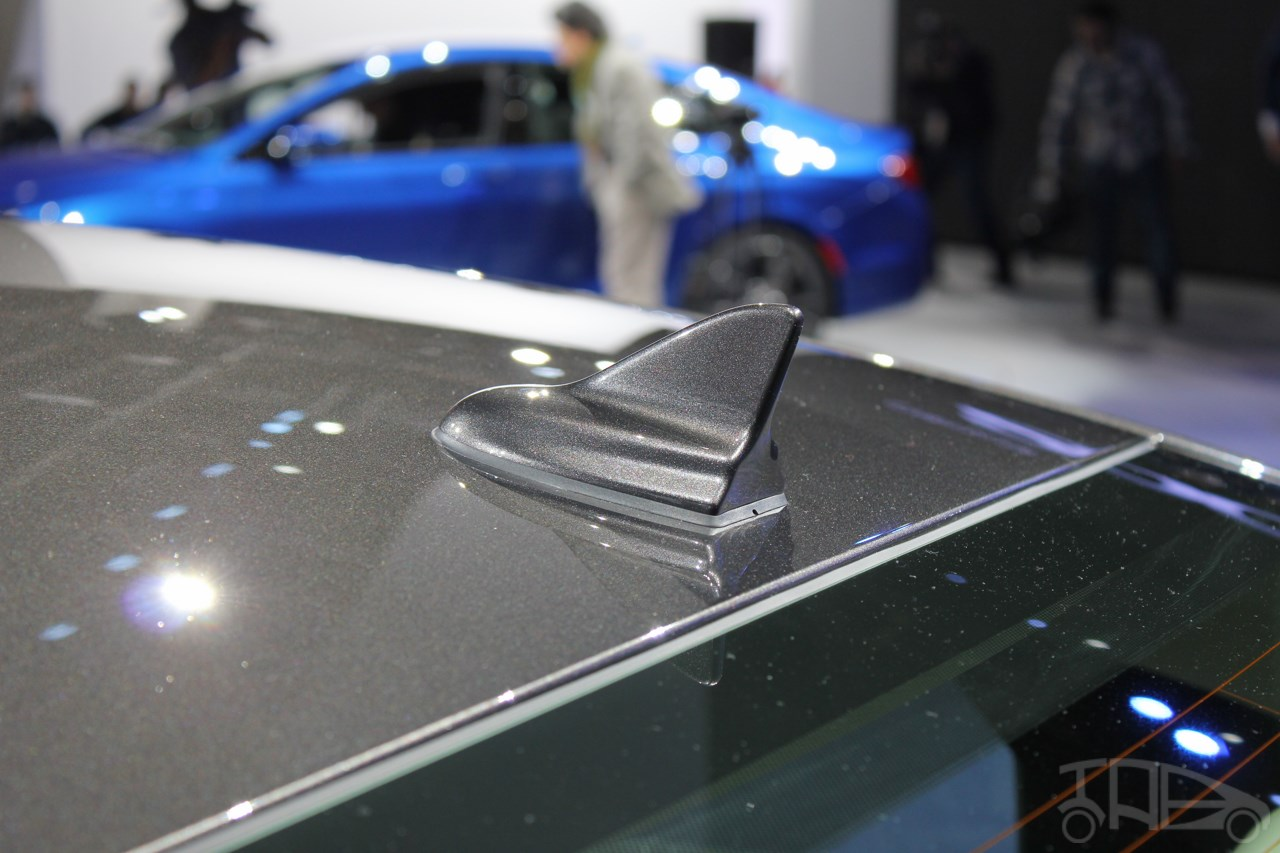 2015 Chrysler 200 at NAIAS 2014 shark fin antenna
