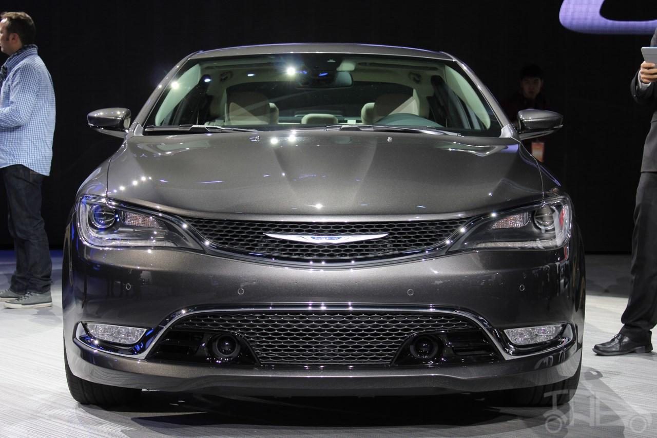 2015 Chrysler 200 front at NAIAS 2014