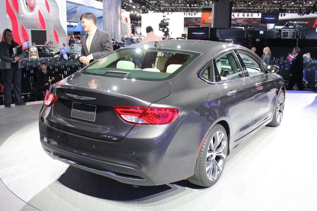 2015 Chrysler 200 rear three quarters left at NAIAS 2014