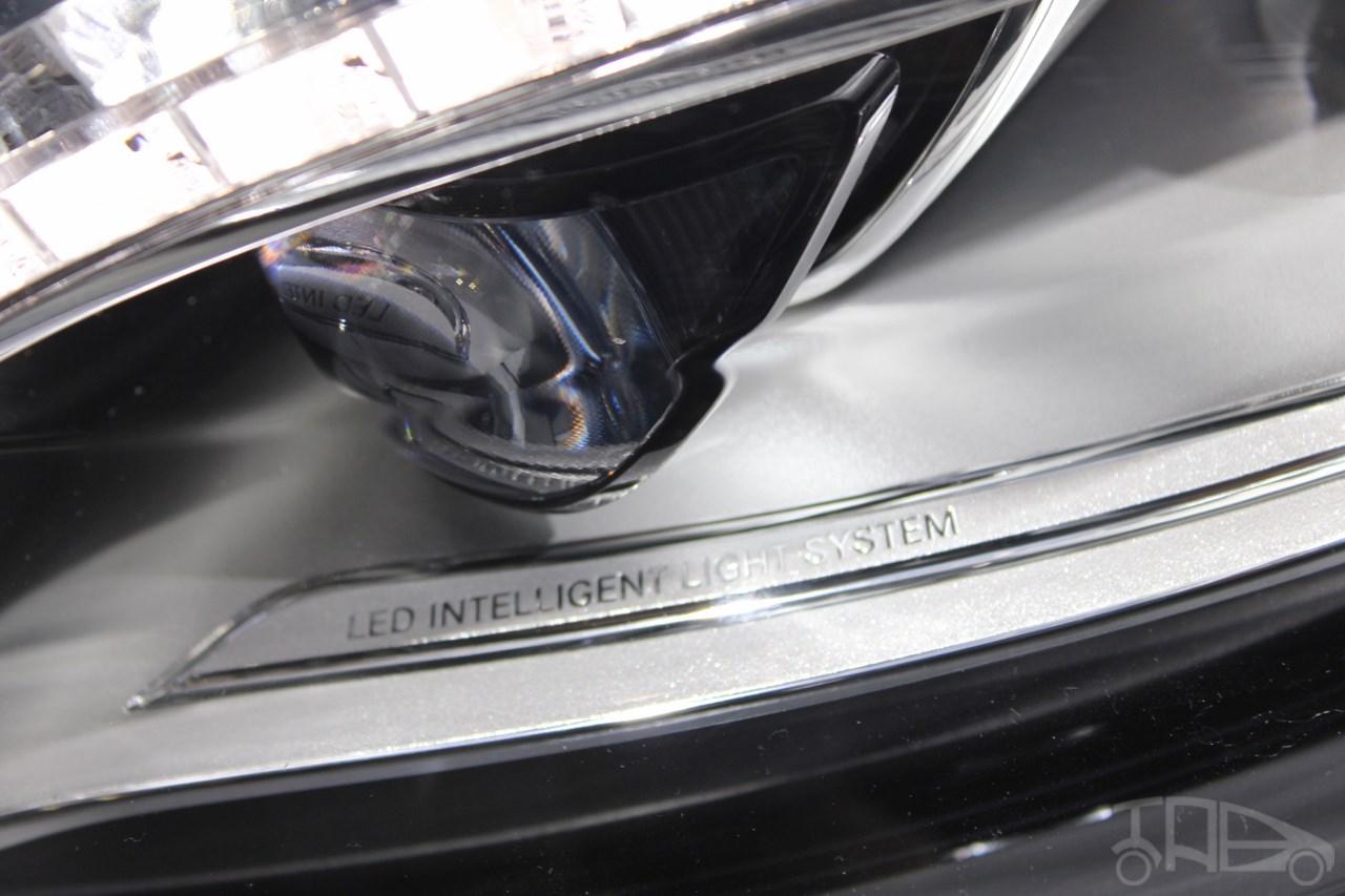 2015 Mercedes-Benz S600 at 2014 NAIAS headlight 2