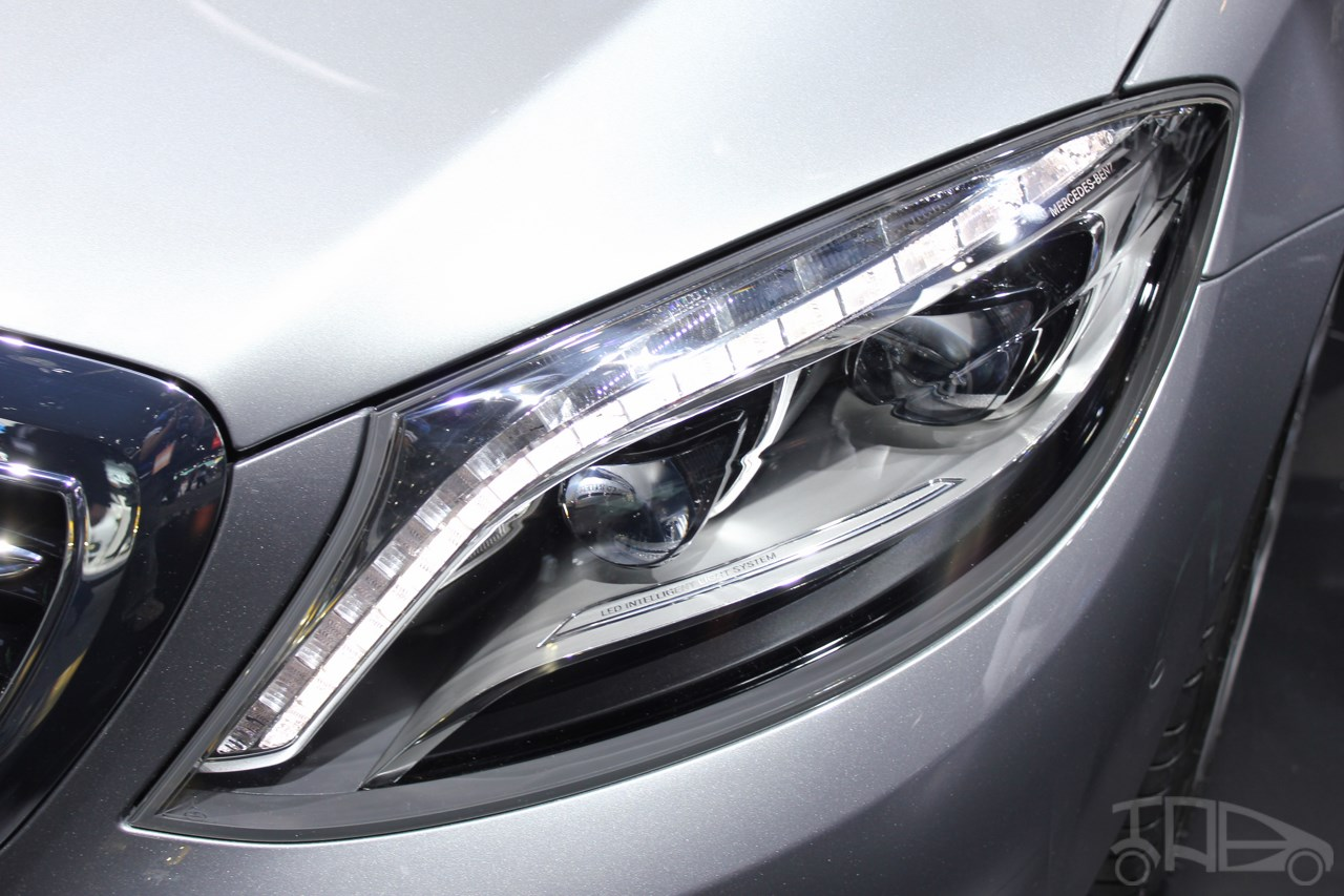 2015 Mercedes-Benz S600 at 2014 NAIAS headlight