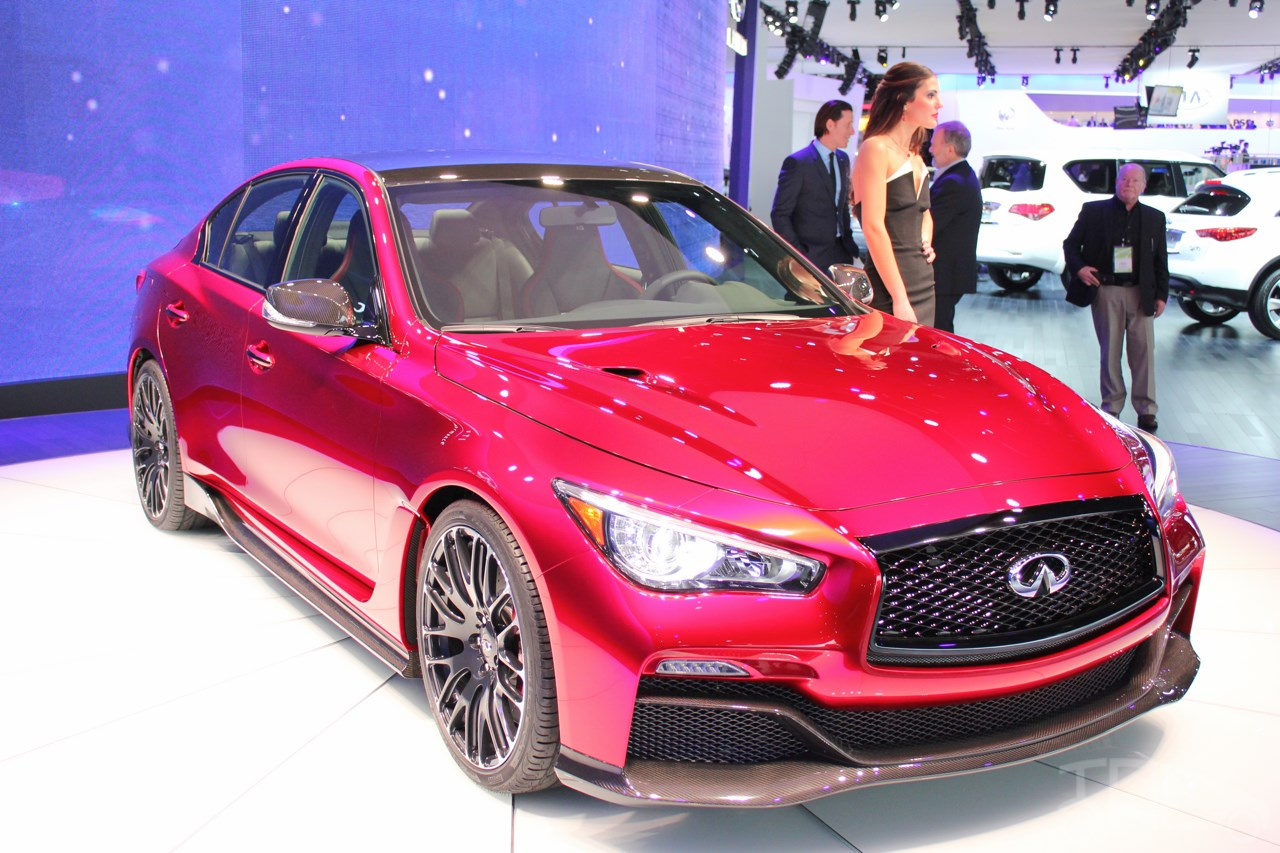 infiniti q50 eau rouge concept showcased at naias. Black Bedroom Furniture Sets. Home Design Ideas