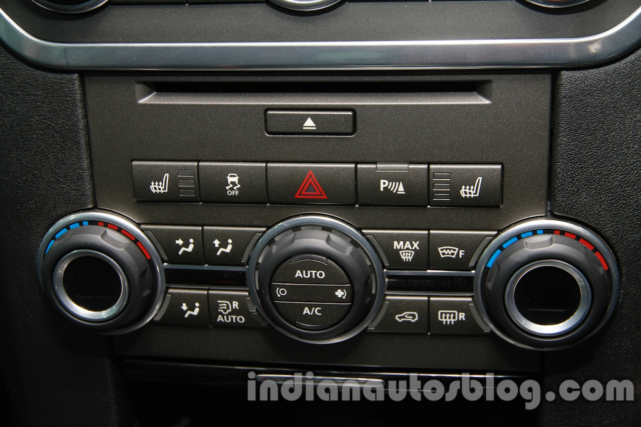 2014 Land Rover Discovery climate control at Auto Expo 2014
