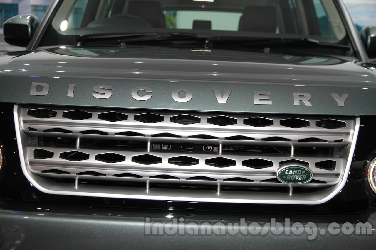2014 Land Rover Discovery grille at Auto Expo 2014