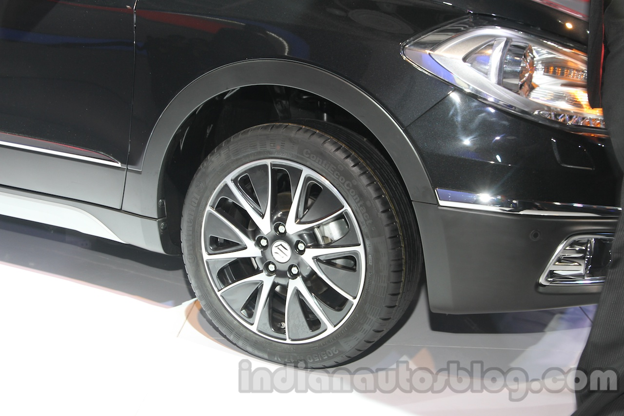 Auto Expo 2014 Maruti S Cross front wheel