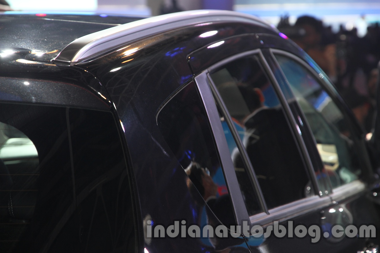 Auto Expo 2014 Maruti S Cross roof rail