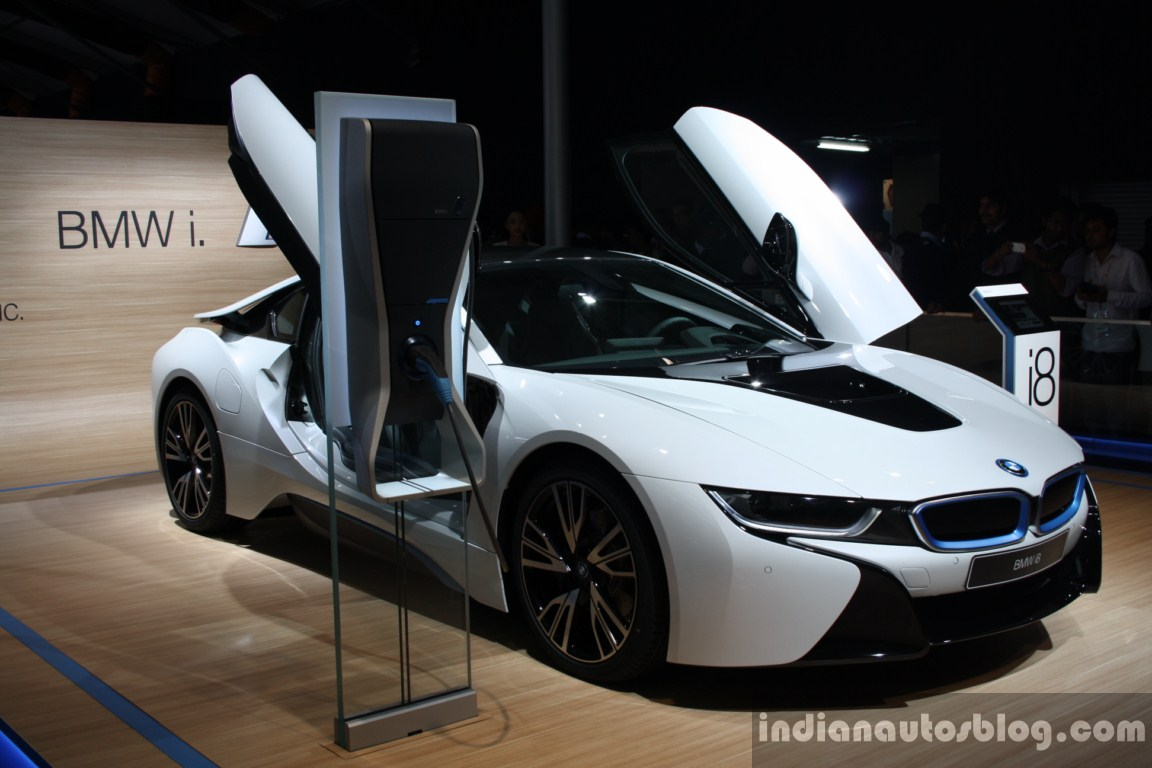 BMW i8 front three quarter live