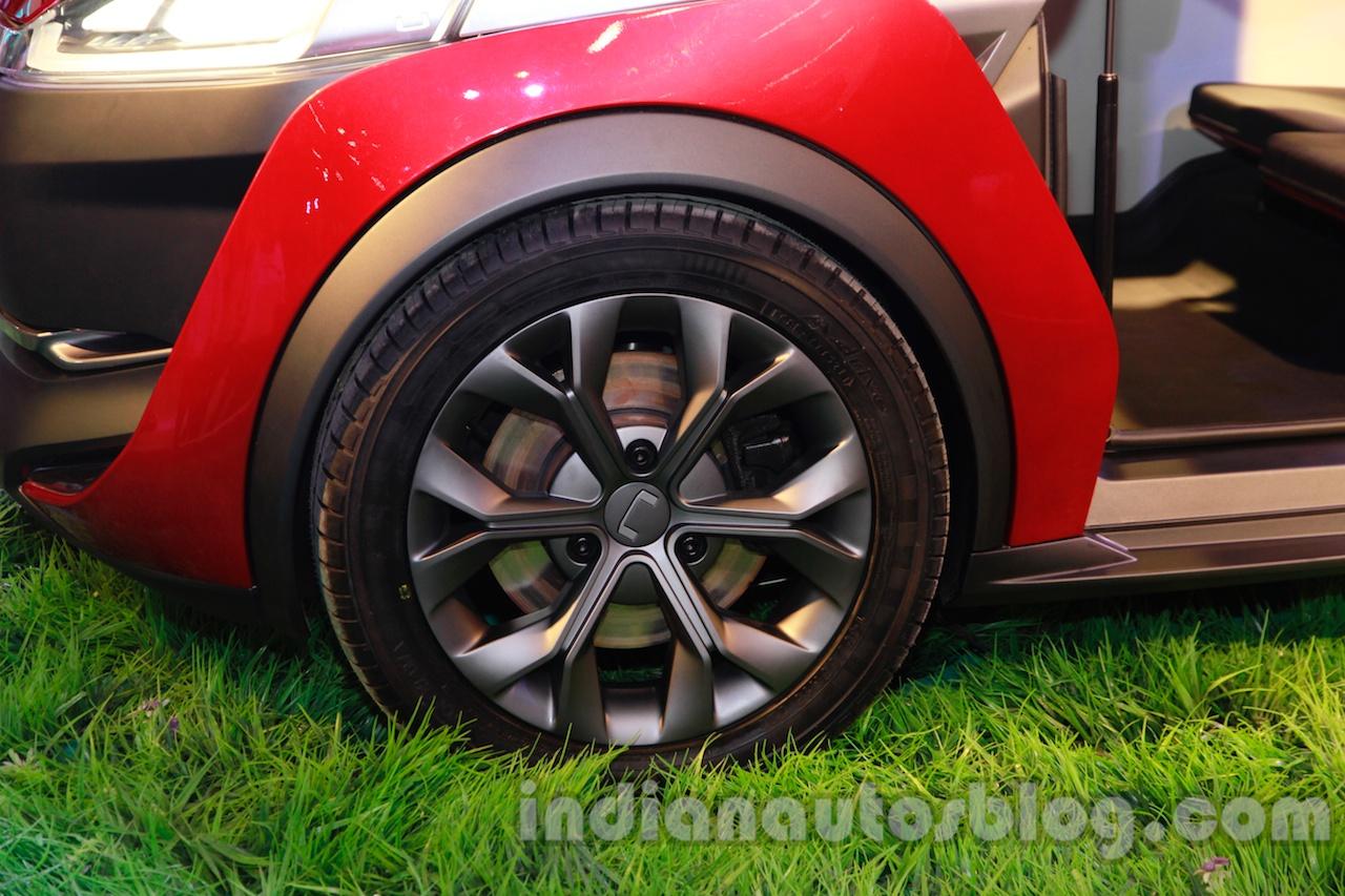 Bajaj U-Car Concept alloy wheel design