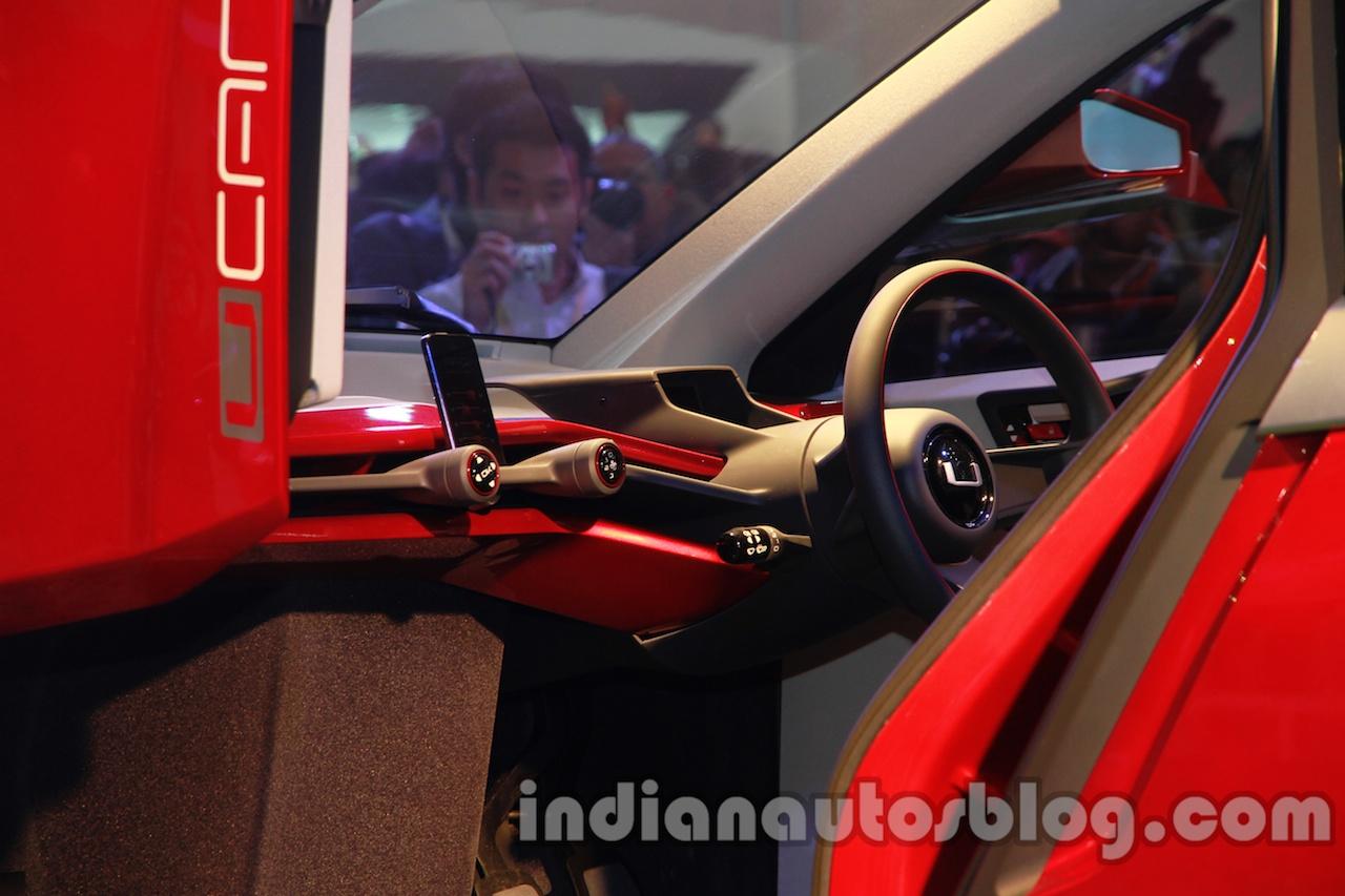 Bajaj U-Car Concept steering wheel