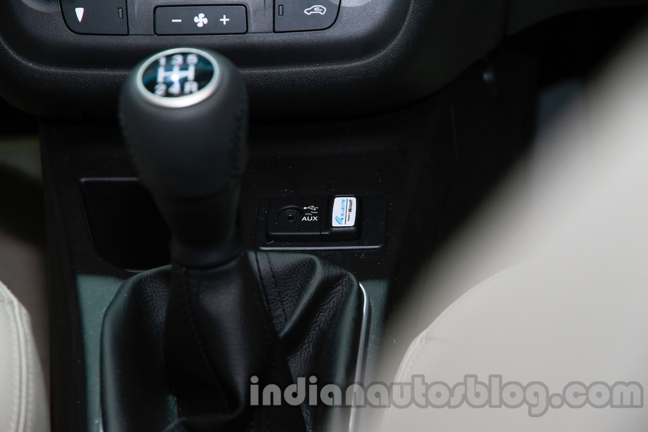 Fiat Linea facelift Aux slot at Auto Expo 2014