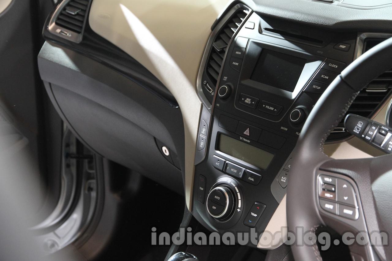 Hyundai Santa Fe at Auto Expo 2014 central console
