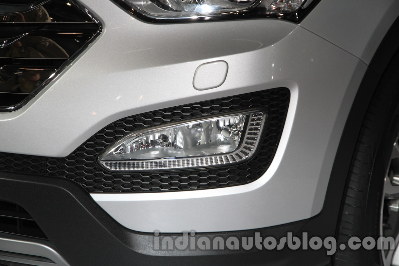Hyundai Santa Fe at Auto Expo 2014 foglamp