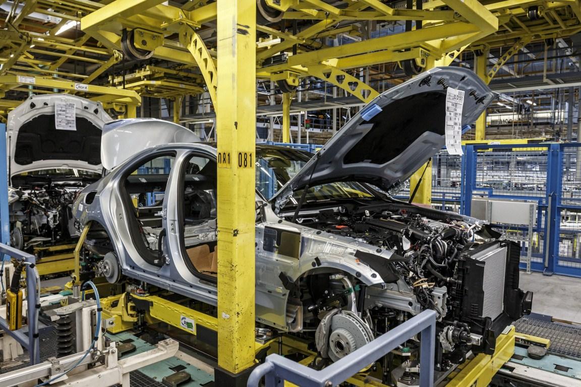 Mercedes-Benz C-Class Bremen plant inauguration welding press shot