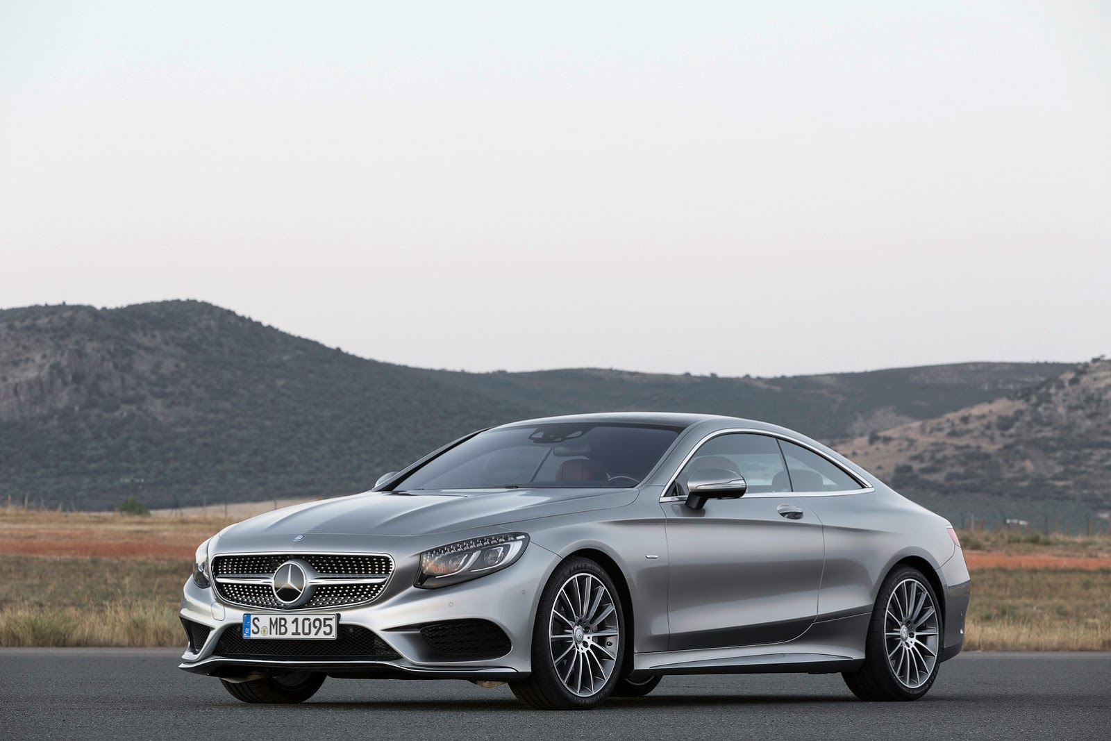 Mercedes-Benz S-class Coupe S500 front quarter view